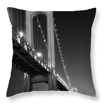Verrazano Bridge At Night - Black And White Throw Pillow