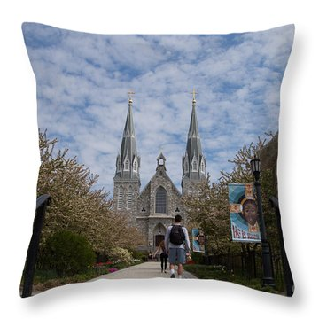 Villanova College Throw Pillow