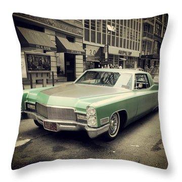 Oldtimer Cadillac Throw Pillow