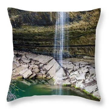 Waterfall At Hamilton Pool Throw Pillow