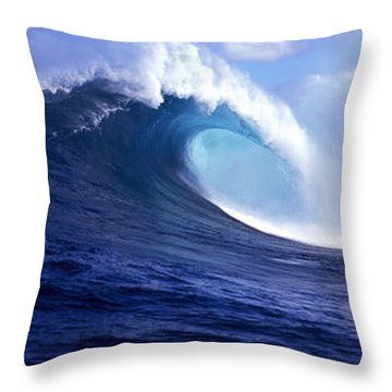 Waves Splashing In The Sea, Maui Throw Pillow