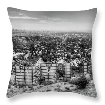 Welcome To Hollywood - Bw Throw Pillow