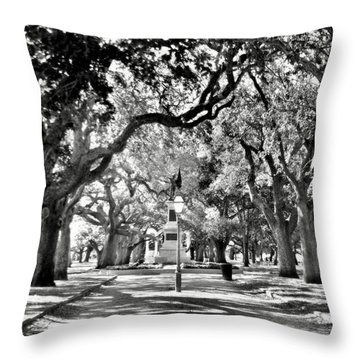 White Point Gardens At Battery Park Charleston Sc Black And White Throw Pillow