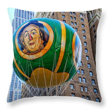 Wizard Of Oz In New York  Throw Pillow