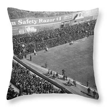 World Series Crowd At Ebbets Field Brooklyn 1920 Throw Pillow