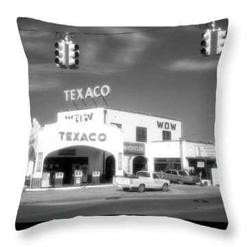 Wow Texaco Bandera 1983 Throw Pillow