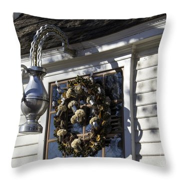 Wreath At Chownings Tavern Throw Pillow by Teresa Mucha