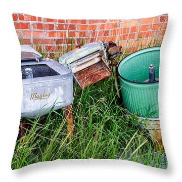 Wringer Washer And Laundry Tub Throw Pillow