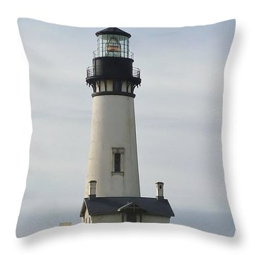 Throw Pillow featuring the photograph Yaquina Bay Lighthouse by Susan Garren