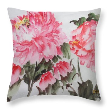 Yell01142015-4 Throw Pillow
