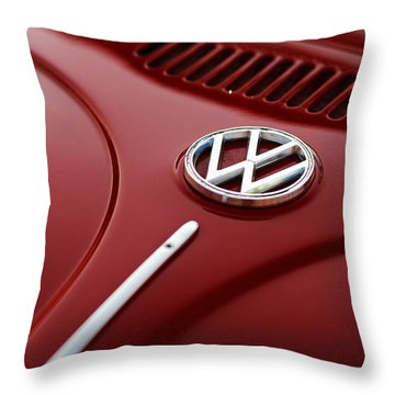 Throw Pillow featuring the photograph 1973 Volkswagen Beetle by Gordon Dean II