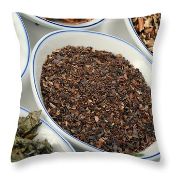 Bladderwrack Herb Throw Pillow by Photo Researchers, Inc.