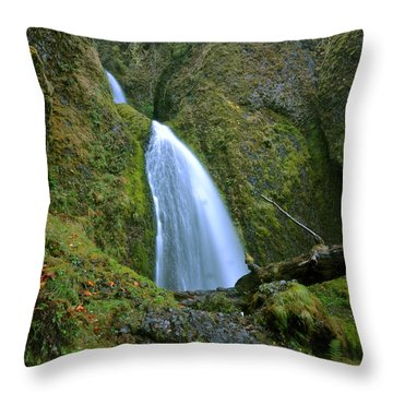 Wahkeena Falls 02 Throw Pillow