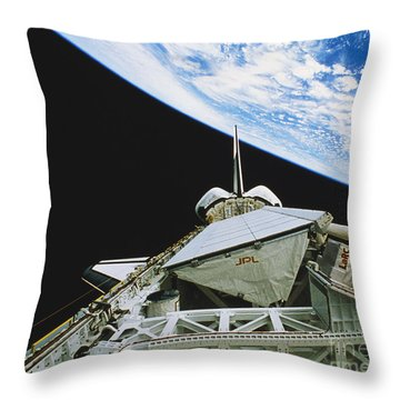 Space Shuttle Endeavour Throw Pillow by Science Source