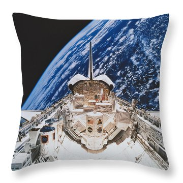 Space Shuttle Atlantis Throw Pillow by Science Source