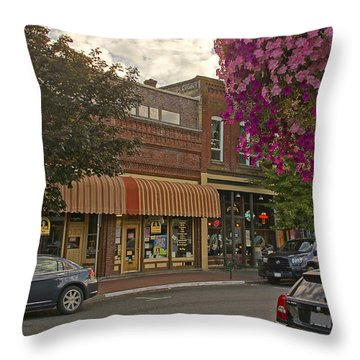 Blind Georges And Laughing Clam On G Street In Grants Pass Throw Pillow