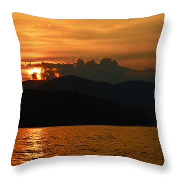 Day Ends In Orange Throw Pillow by Susan Leggett