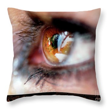 Eye Don't Know Throw Pillow