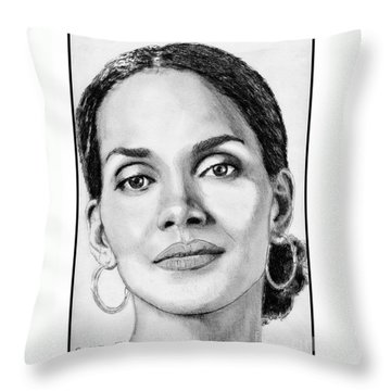 Halle Berry In 2008 Throw Pillow by J McCombie