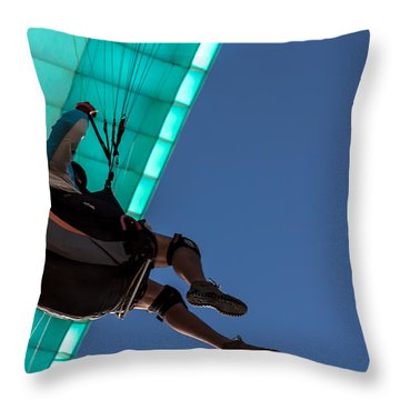 Icaro Throw Pillow
