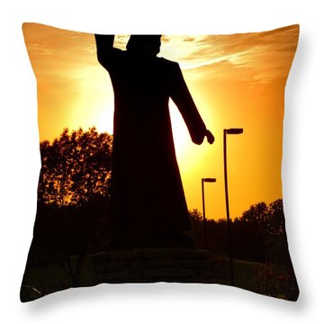 Jesus In The Garden Throw Pillow