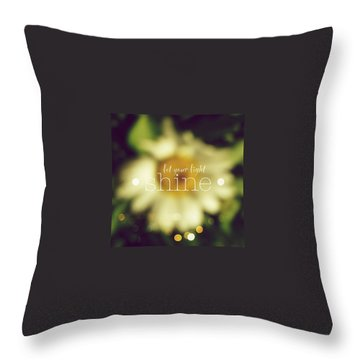 Daisies Throw Pillows