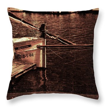 Throw Pillow featuring the photograph Lil Kiss by Pedro Cardona