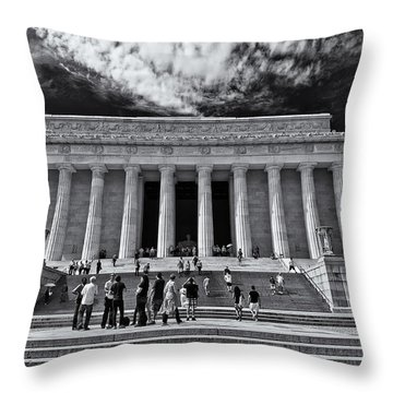 Lincoln Memorial In Black And White Throw Pillow
