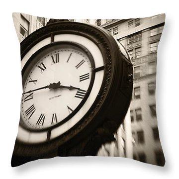 New York Minutes Throw Pillow