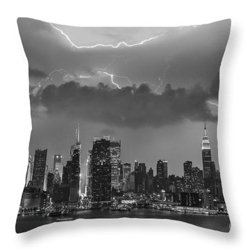 Nyc All Charged Up Bw Throw Pillow by Susan Candelario
