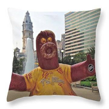 Phanatic Love Statue In The City Throw Pillow