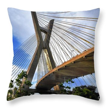 Ponte Estaiada Octavio Frias De Oliveira Ao Cair Da Tarde Throw Pillow