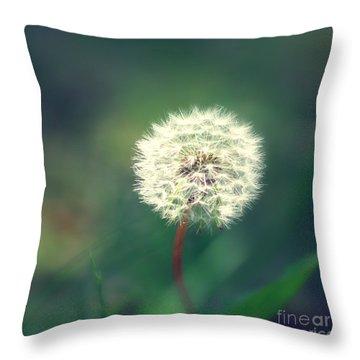 Pusteblumen Art Throw Pillow