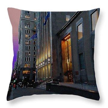 Quatre Vingt Dix Neuf Per Cent Energie Alternatif Throw Pillow