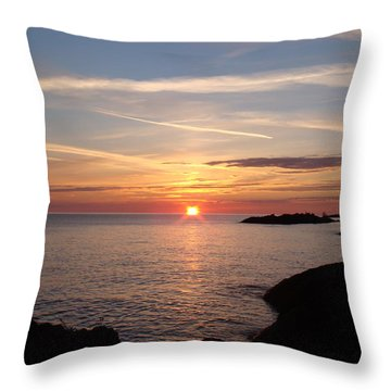 Throw Pillow featuring the photograph Sun Up On The Up by Bonfire Photography