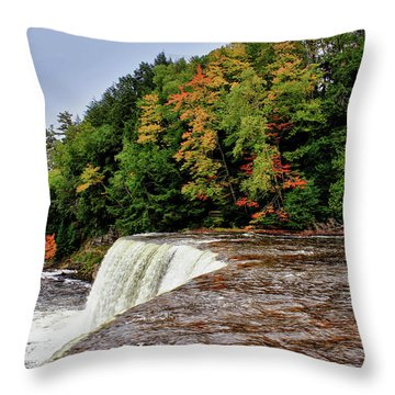 Throw Pillow featuring the photograph The Edge by Rachel Cohen