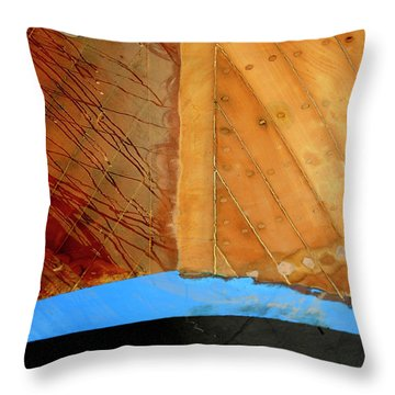 Throw Pillow featuring the photograph The Face by Pedro Cardona