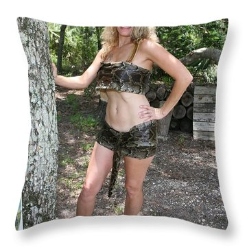 Tina Loy 089a Throw Pillow