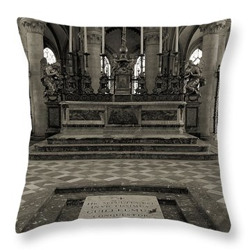 Tomb Of William The Conqueror Throw Pillow by RicardMN Photography