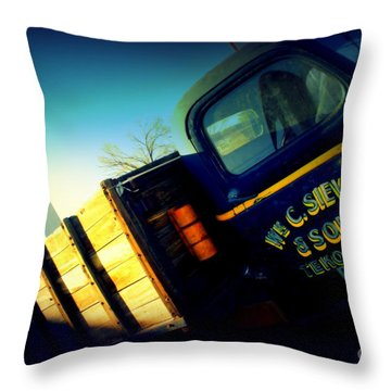 Truck On Route 66 Throw Pillow by Susanne Van Hulst