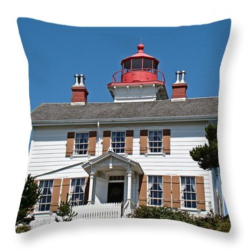 Throw Pillow featuring the photograph Yaquina Bay Lighthouse by Nick Kloepping