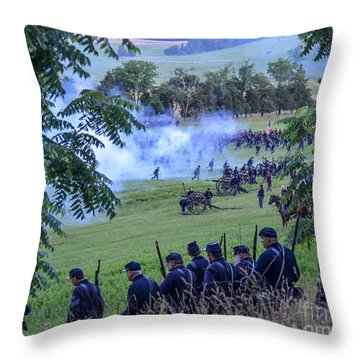 Gettysburg Union Artillery And Infantry 7465c Throw Pillow