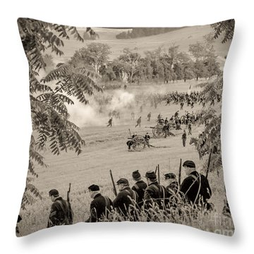 Gettysburg Union Artillery And Infantry 7465s Throw Pillow