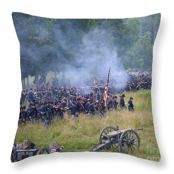 Gettysburg Union Artillery And Infantry 8456c Throw Pillow
