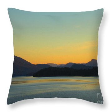 Alaska2 Throw Pillow