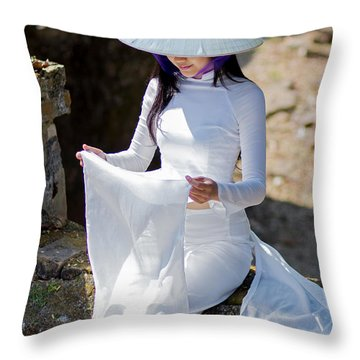 Ao Dai Viet Nam Throw Pillow