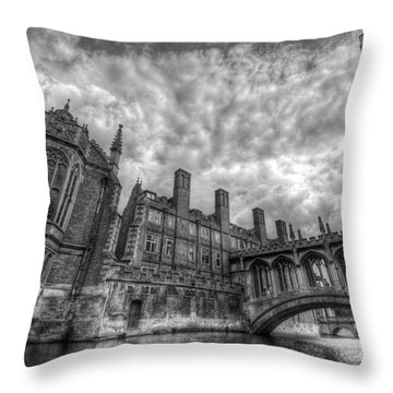 Bridge Of Sighs - Cambridge Throw Pillow