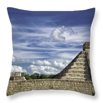 Chichen Itza, El Castillo Pyramid Throw Pillow
