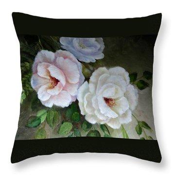 Etre Fleur  Throw Pillow