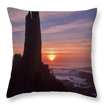 Hartland Seascape From The West Coast Of Devon Throw Pillow